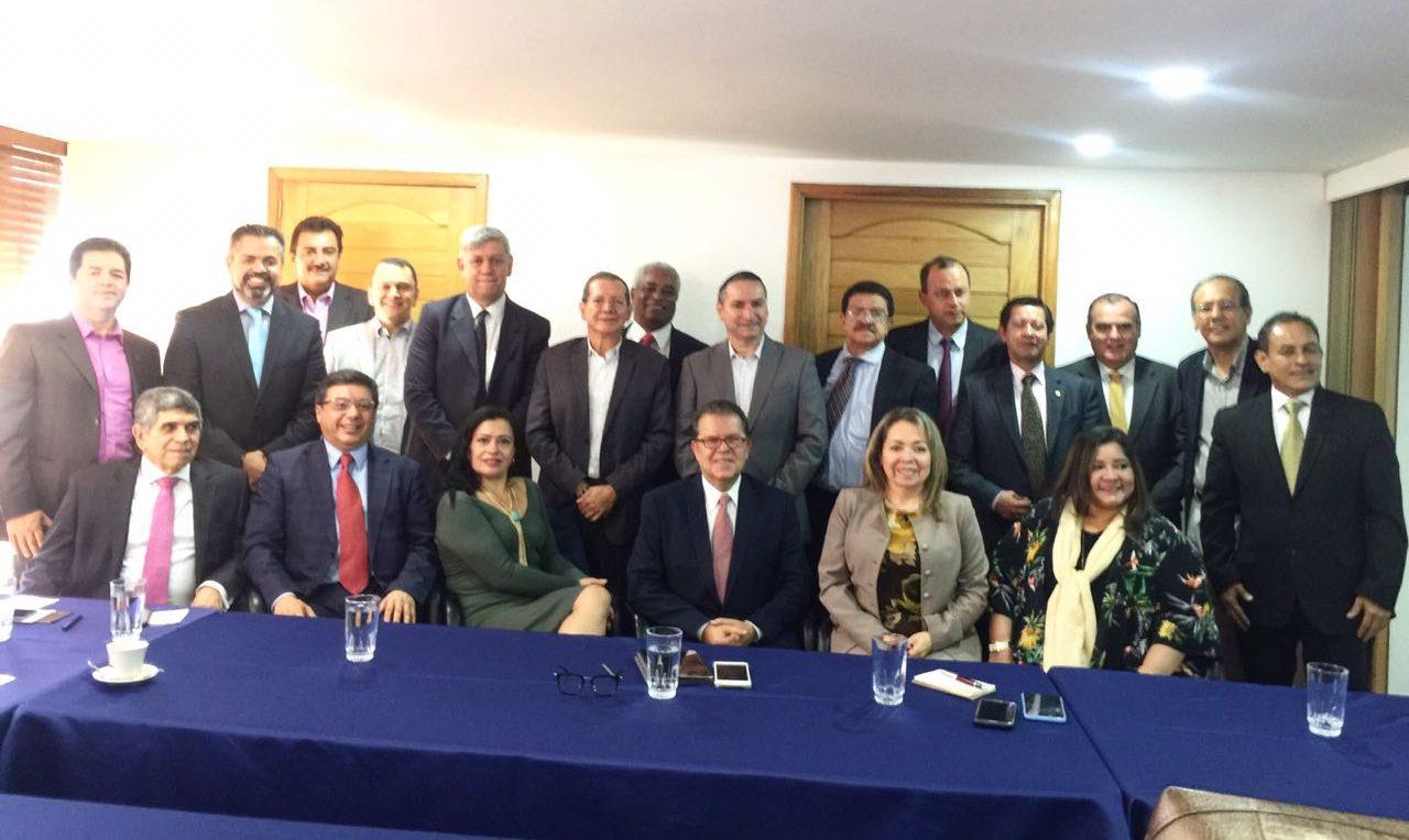Junta directiva de Confecoop Nacional con el superintendente Ricardo Lozano